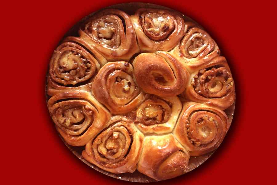 050 CINNAMON SPR ROLLS WITH PECANS